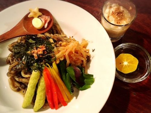 モガミさんのメン、琉球じゃじゃ麺 。岩手と沖縄
