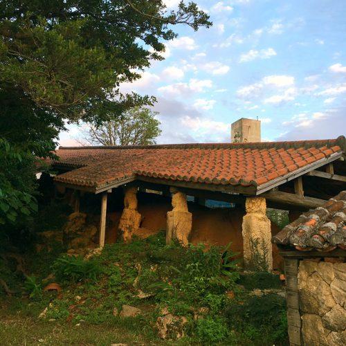 戦後の復興に貢献した壺屋焼。壺屋やちむん通り散歩。